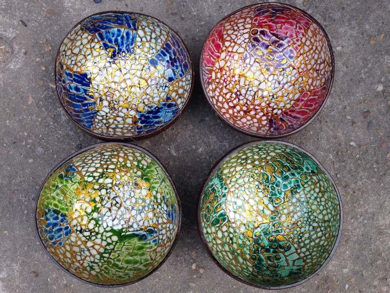 HT5900 Bát dừa cẩn trứng nhiều màu