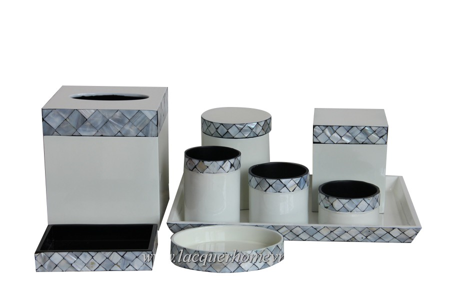 Lacquer mother of pearl bathroom set